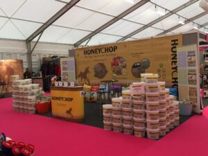 Our Your Horse Live Stand